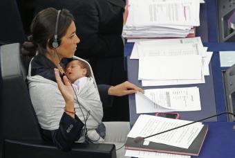 lizia_ronzulli_escano_parlamento_europeo_bebe1